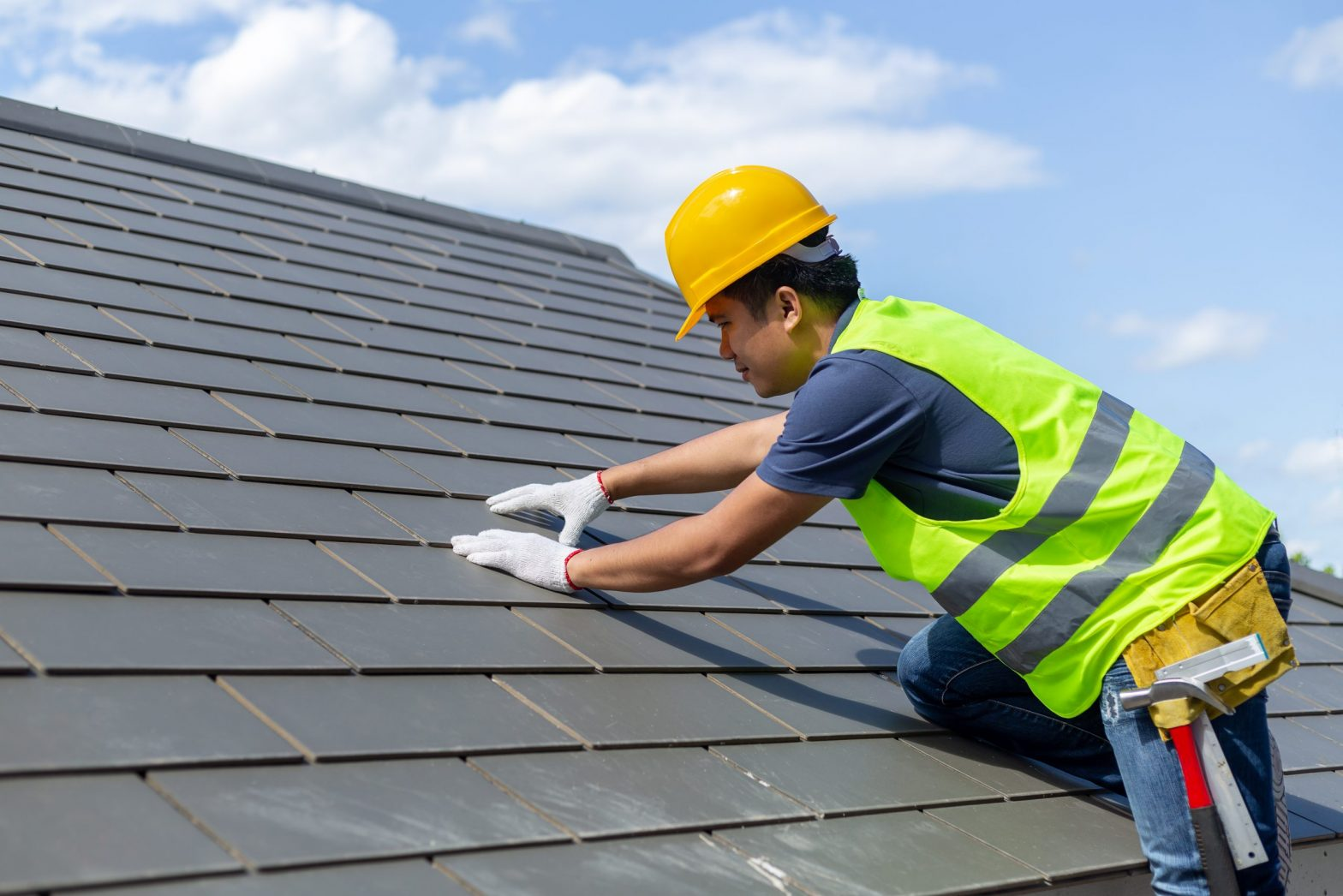 What Does a Roofing Contractor Do?